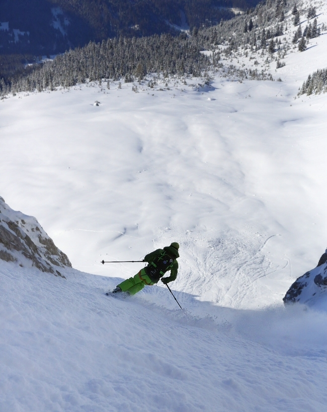 adventure | steep skiing here on the final exit slopes of the Neue Welt from the summit of the Zugspitze, Germany/Austria