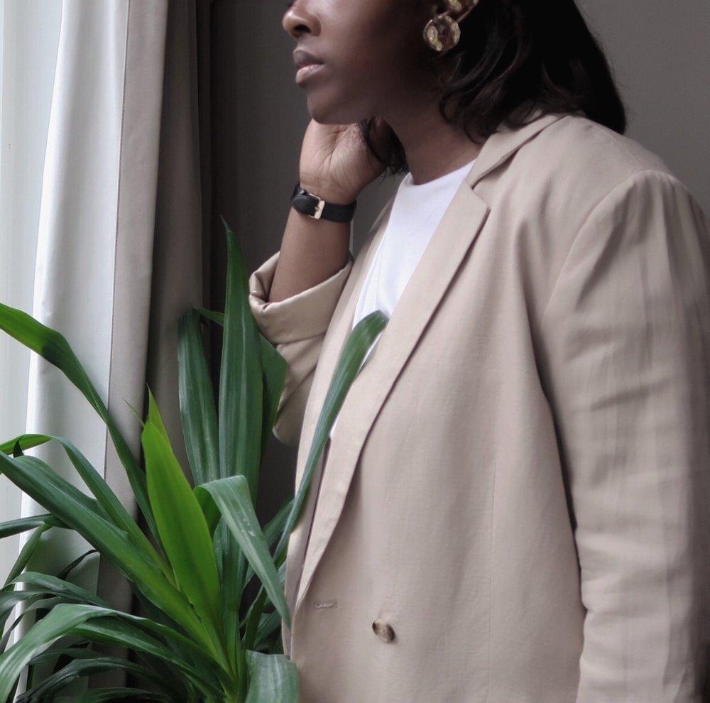 Linen Blazer/WEEKDAY   earrings/WEEKDAY