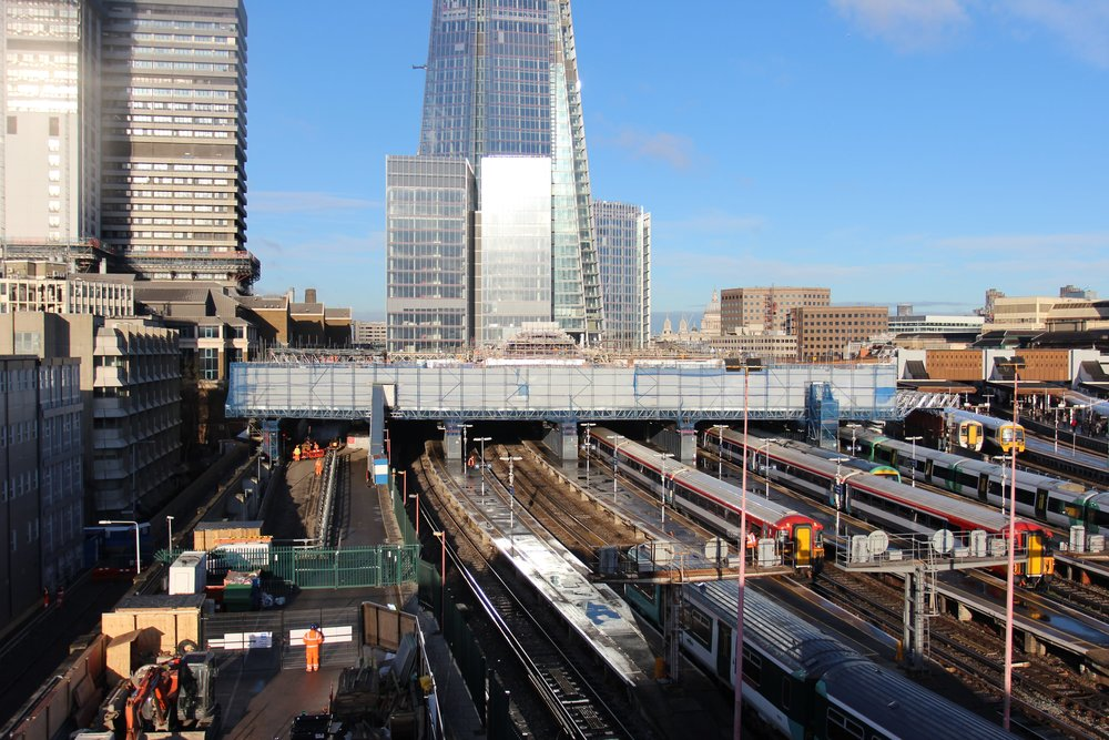 Access and protection deck for London Bridge train shed deconstruction