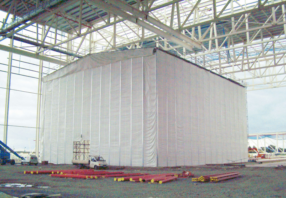 Temporary building using standard scaffolding components with double layer cladding