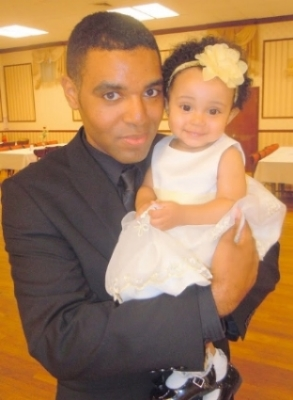 Yazzy and Daddy at JujusManor Fundraiser - smiling Yazzy.JPG