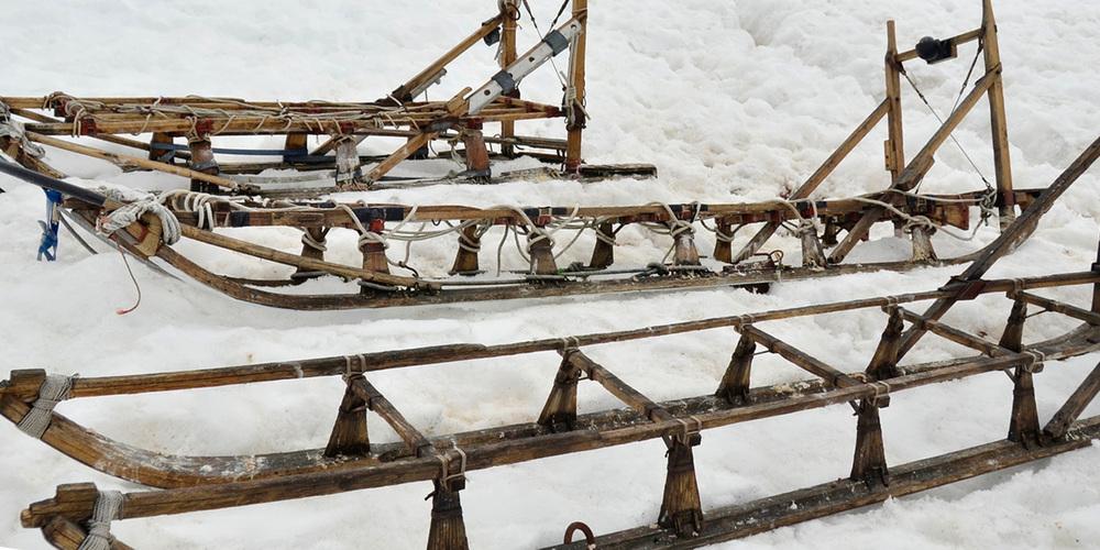 port-lockroy-sledges-12x6.jpg