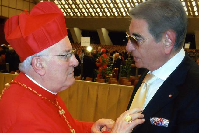 Carlo Maietto con S.E. Cardinale Gualtiero Bassetti.