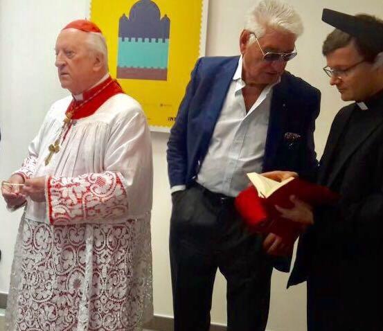 Cardinale Frank Rodé con Carlo Maietto. Inaugurazione di una sede delle poste italiane. Spazio filatelia RAMA 1.