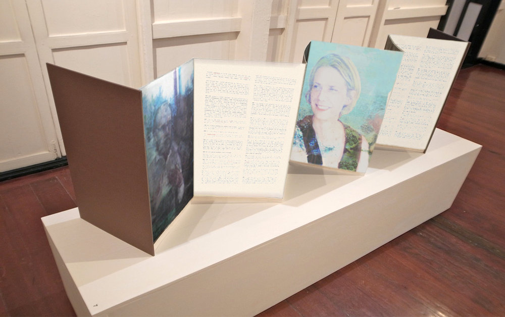 ACCORDION BOOK DISPLAY OPTION