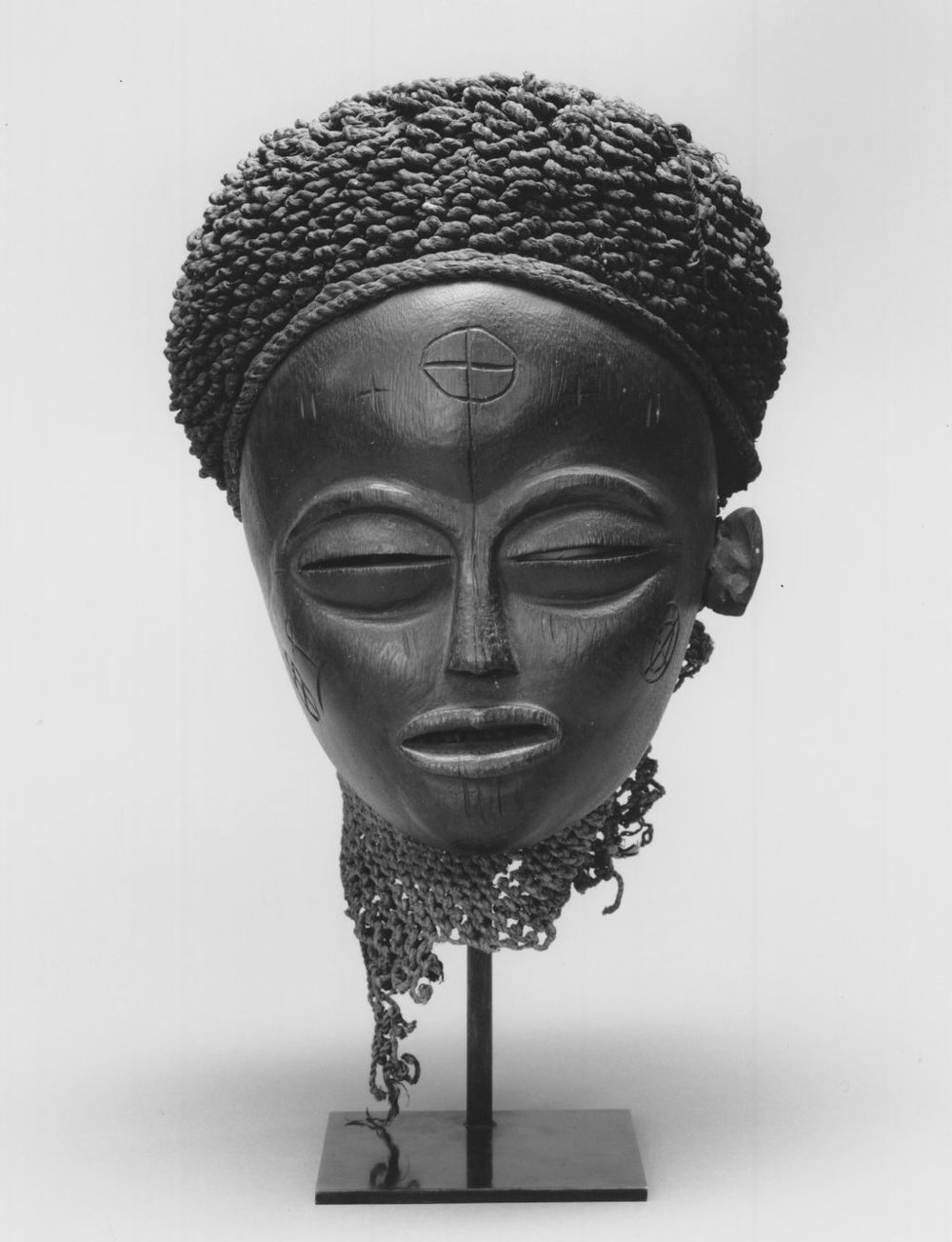 Brooklyn_Museum_1992.133.3_Mask_Mwana_Pwo-CC BY 3.0.jpg