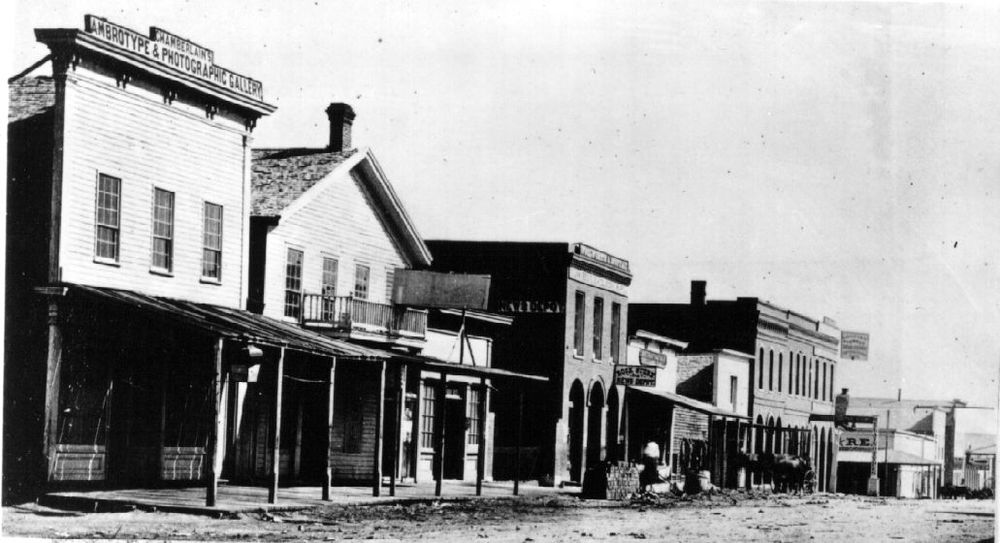 Apollo Hall, near what is now Larimer Square, was a saloon where Saint John's first began to hold services.