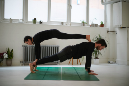 hmfyoga_plank_pose