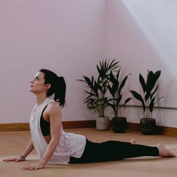 HMFYOGA_Anti_desk_yoga_class_london