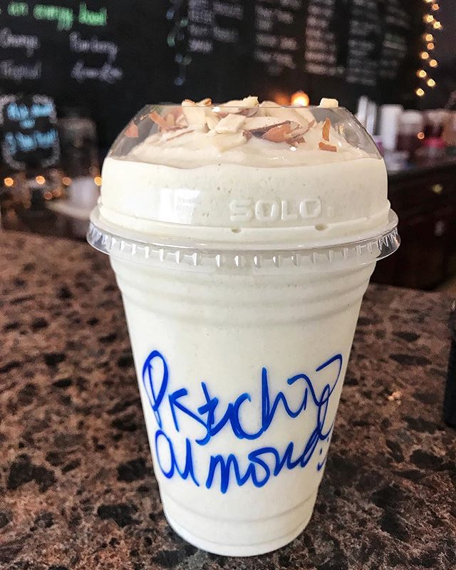 Y'all. I am kinda losing my sh!% over this healthy shake that tastes *exactly* like pistachio🍦(AKA MY WEAKNESS!) Don't like pistachio? (You're crazy but...) no prob! There are so many different flavor options - butterfinger, wedding cake, mint chip, the list goes on 🤩 honestly already planning my trip back tomorrow (and the next day, and the next day....) Run 🏃🏽♀️, don't walk🚶🏼♀️to @energizingmissionks ASAP!