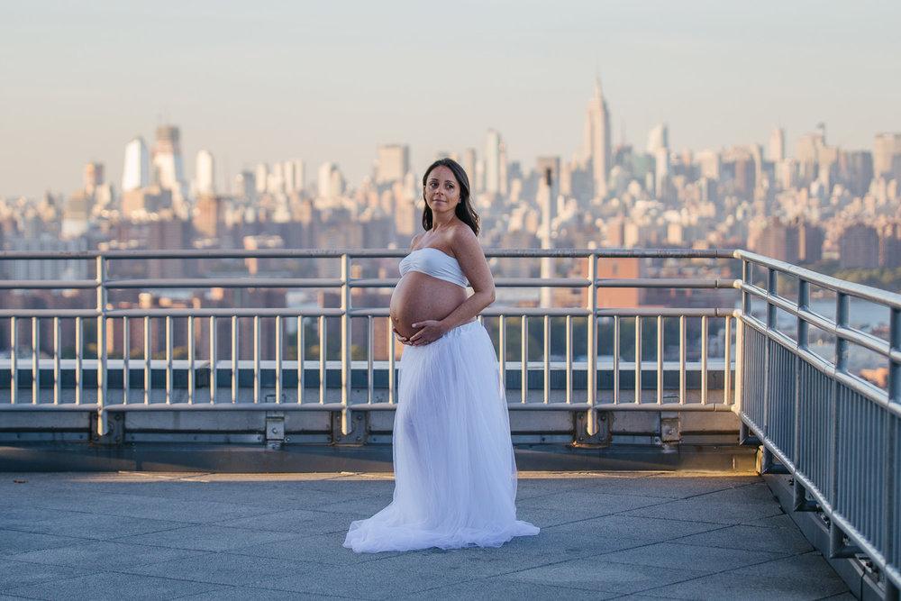 Brooklyn-rooftop-maternity-photoshoot-1.jpg