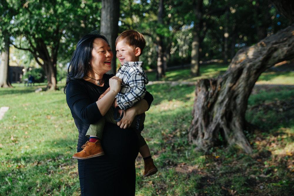 pregnant-mama-with-her-son-photos-1.jpg