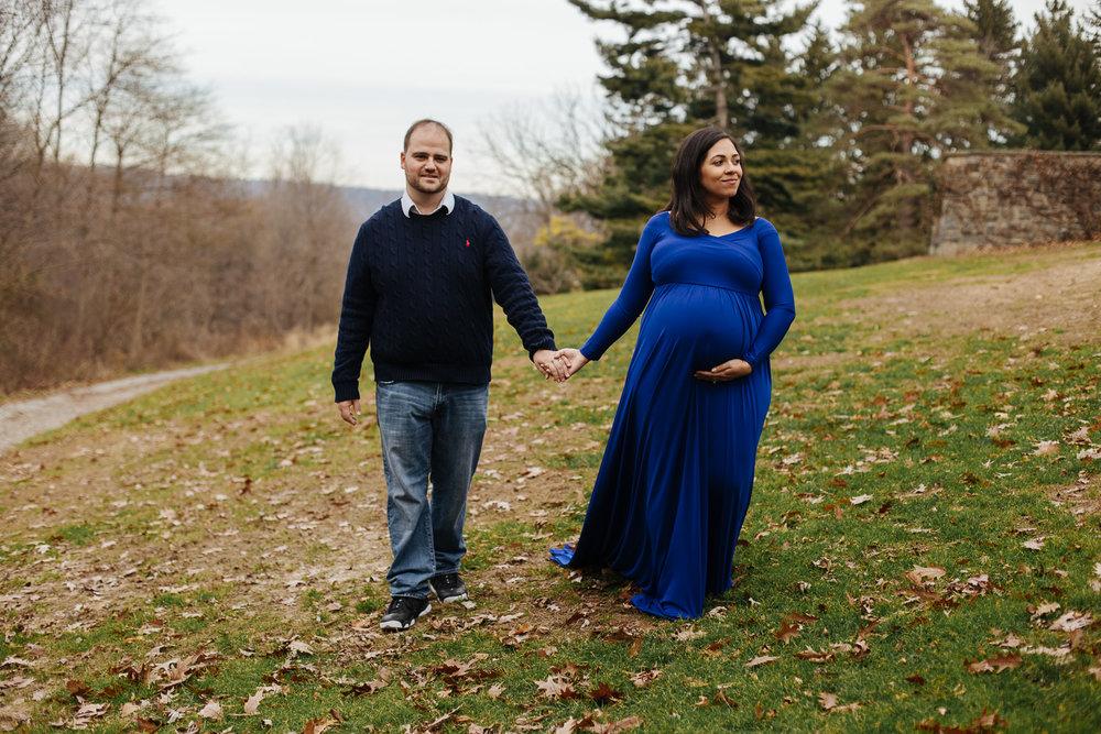 bronx-maternity-photography-in-wave-hill-gardens-1.jpg
