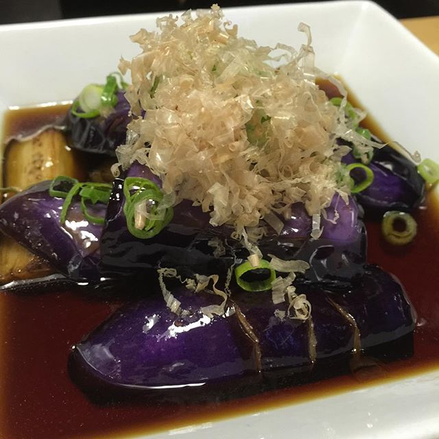 Age Nasu : perfectly fried eggplant in delicious dashi sauce with bonito flakes @yamiichi.nyc #ParkSlope #Brooklyn #Izakaya 🍻 #Noodles 🍜 #YamiIchi #YamiIchiNYC #AuthenticJapanese #FamilyOwned #Foodie #HealthyEating #agenasu #eggplant