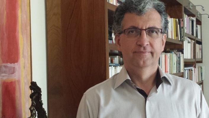 Mario Eduardo Costa Pereira é psicanalista, psiquiatra, professor titular de Psicopatologia Clínica pela Aix-Marseille Université (França). Professor livre-docente em Psicopatologia do Departamento de Psiquiatria da Faculdade de Ciências Médicas da UNICAMP, onde dirige o Laboratório de Psicopatologia: Sujeito e Singularidade (LaPSuS). Diretor do Núcleo de São Paulo do Corpo Freudiano - Escola de Psicanálise.