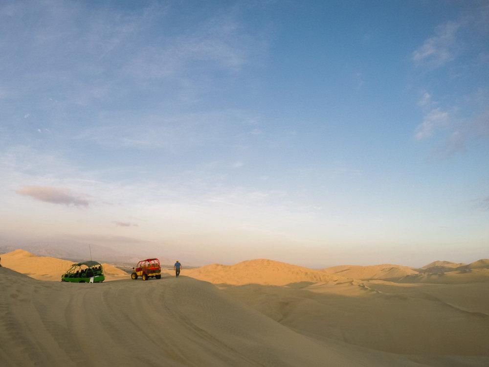 dune_buggy_Huacachina.jpg