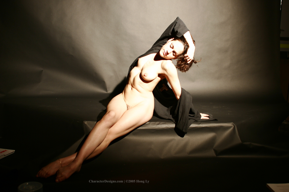 Photoset_009_004_Black_Robe_Nude.JPG