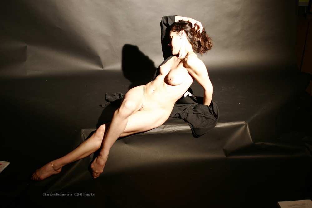 Photoset_009_006_Black_Robe_Nude.JPG