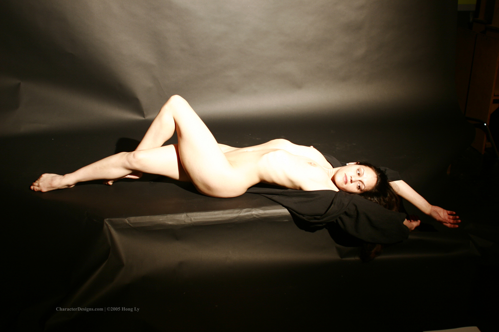 Photoset_009_009_Black_Robe_Nude.JPG