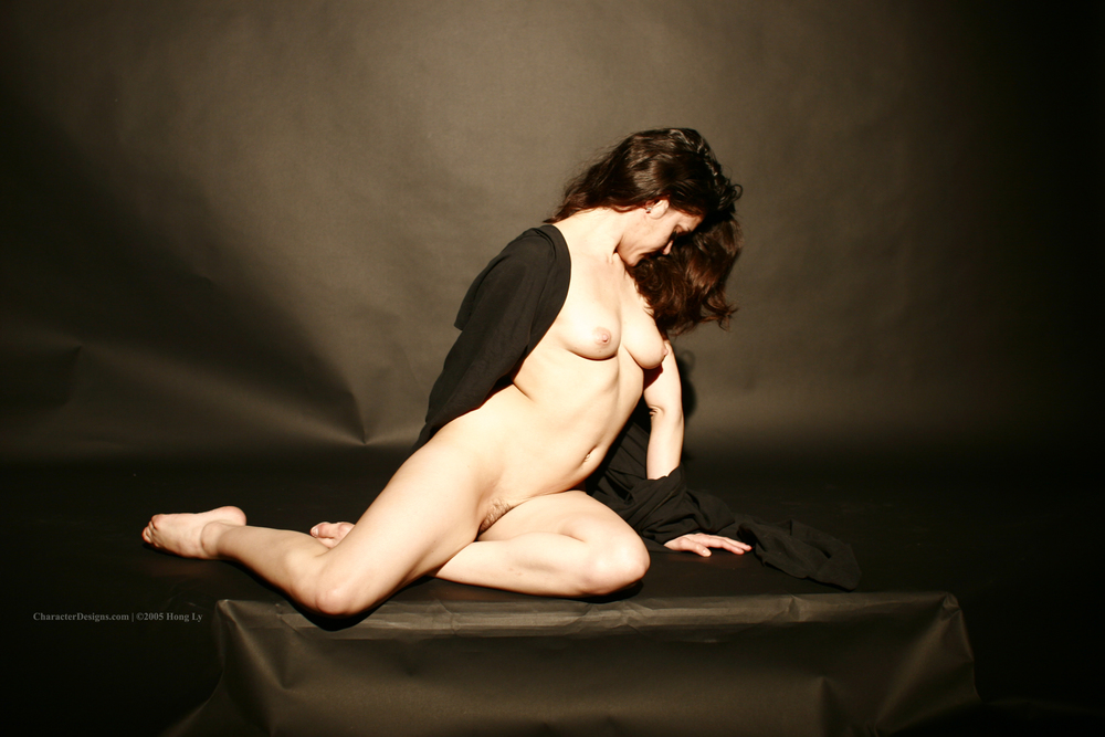 Photoset_009_015_Black_Robe_Nude.JPG