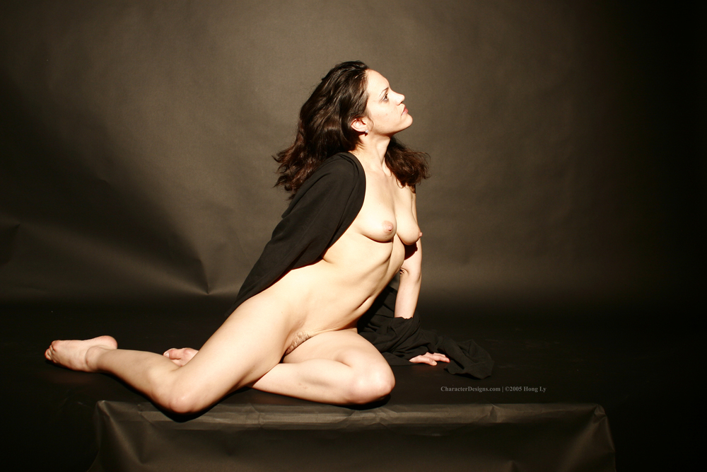 Photoset_009_016_Black_Robe_Nude.JPG