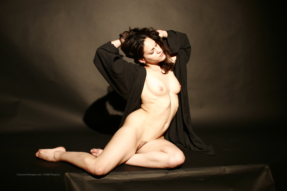 Photoset_009_017_Black_Robe_Nude.JPG
