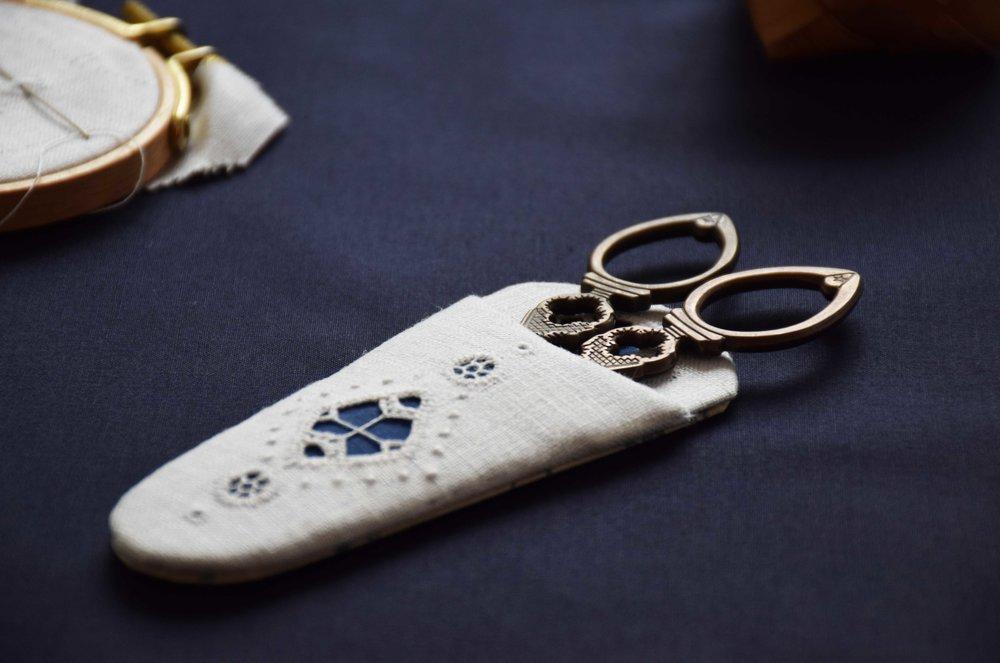 北欧 ヘデボ刺繍 シザーケース