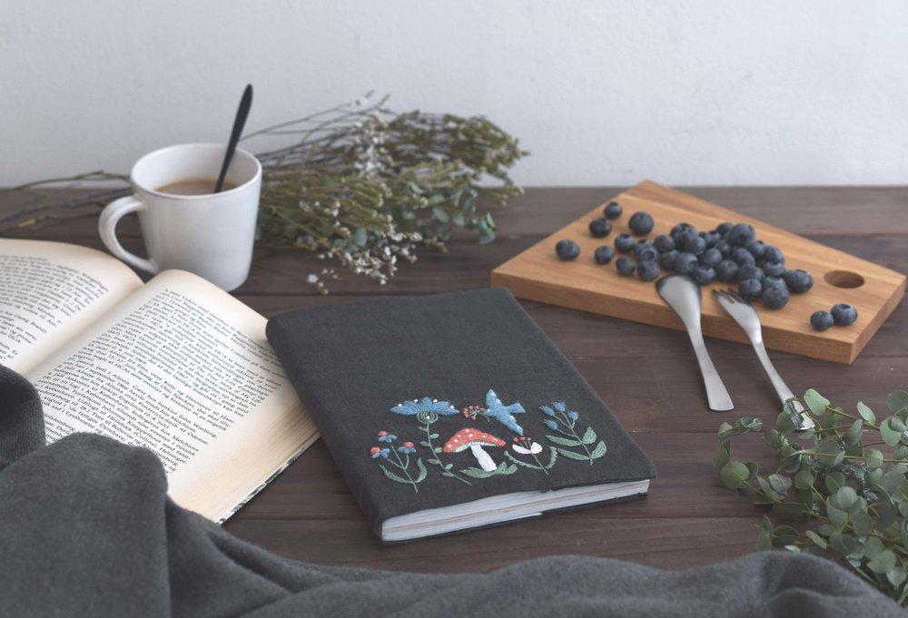 ウール刺繍(ブックカバー2018)露出調整.jpg