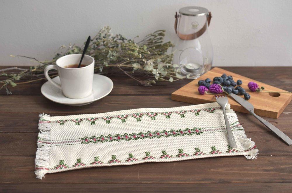 スウェーデン刺繍(テーブルセンター1316)メイン.jpg