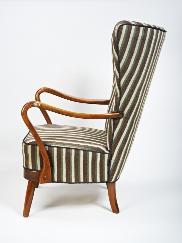 Chair 216 side view.PNG