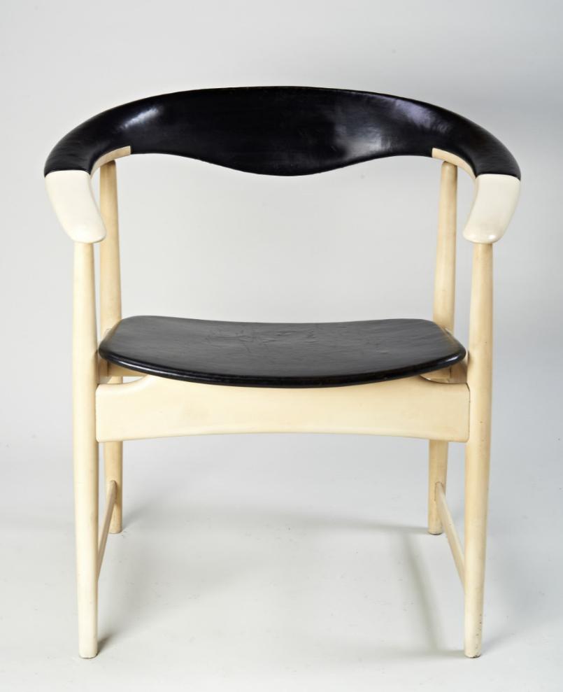Arne Hovmand-Olsen Chair front.PNG