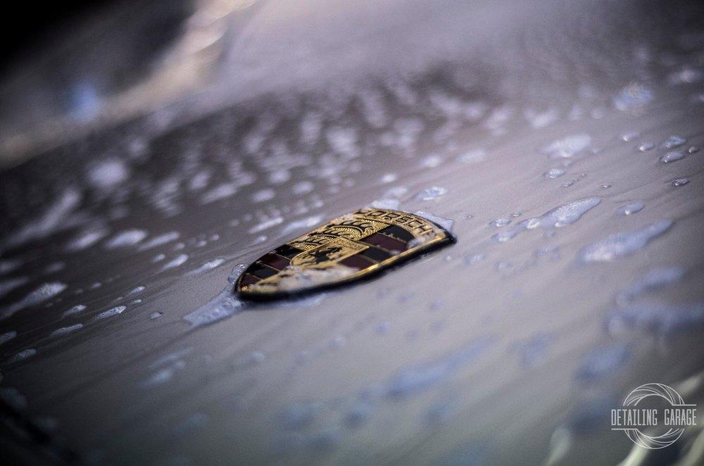 Profesjonalna myjnia ręczna - Mycie SPA to usługa, która oprócz wyglądu samochodu poprawi przede wszystkim Twoje samopoczucie. Wyjątkowa dbałość o szczegóły i zastosowanie najlepszych kosmetyków samochodowych, sprawiają, że na pozór zwyczajne mycie zaskoczy efektem nawet najbardziej wymagających klientów.