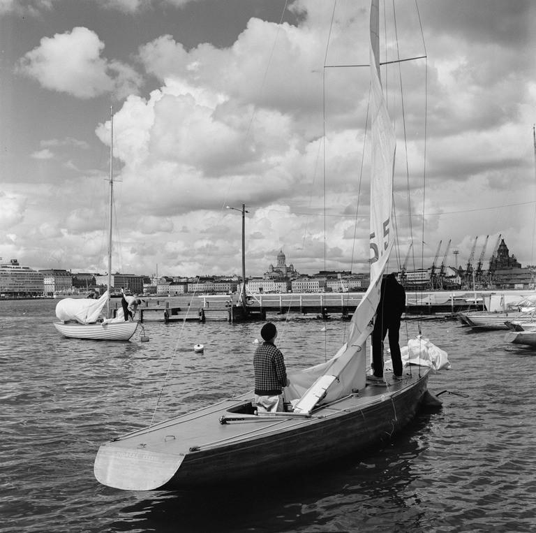 Inga-Lill XXXXIIII NJK:n edustalla 1966 (kuva  V. von Bonin, HKM / Finna ,  CC BY-ND 4.0 )