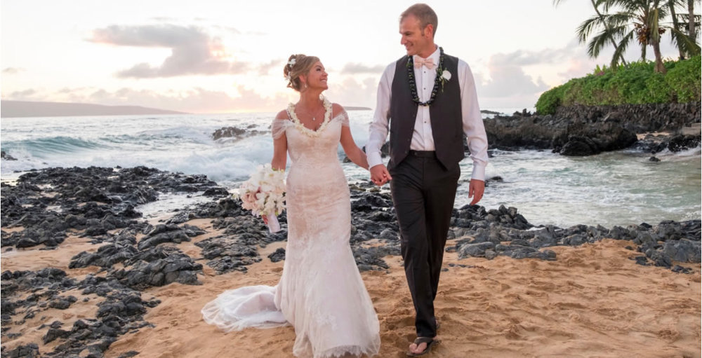 On March 4, 2017, Natasha and Tony Rounds were married on a beach at McKenna Cove in Maui.