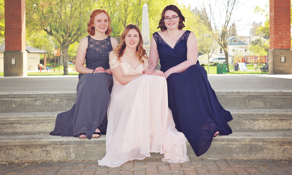 2018 grads: Anna Ruoss, Andrea Byford and Michaela Eckersley— Photo by Cassidy Shankowsky,    Cranbrook Photo