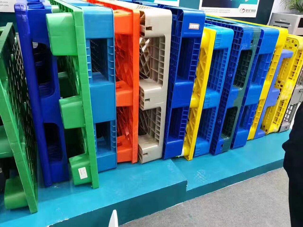 plastic-pallets-1.jpg