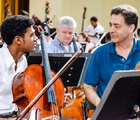 Tony Ross, Minnesota's principal cello, shares some techniques with a Cuban student.