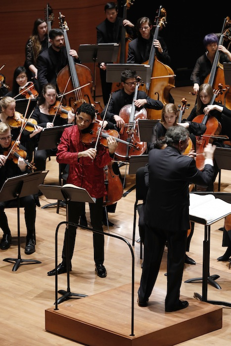 Jordan Bak performed Jacob Druckman's Viola Concerto Thursday night.