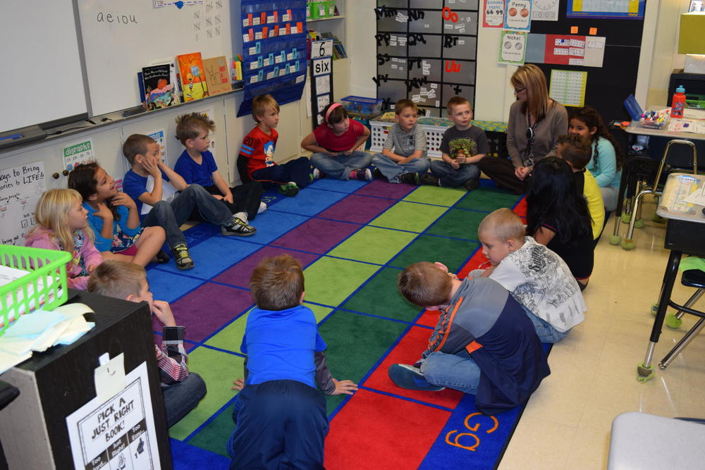 First-graders in Lori Williams' class at Alexander Procter Elementary School take part in their morning community circle.  TAMMY WORTH /  HEARTLAND HEALTH MONITOR