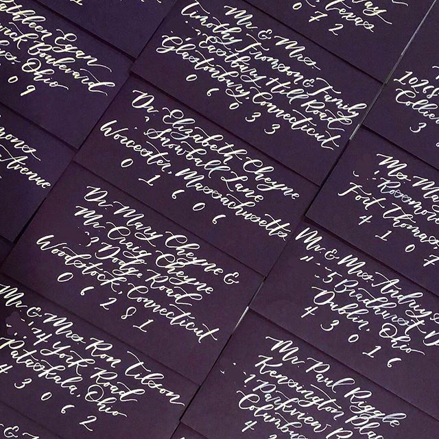 Working through the weekend playing catch up on projects that were put on hold during Flo's appearance 😜🌪 These plum envelopes with white callig are ✨s t u n n e r s✨ and just WAIT until you see the rest of the suite!