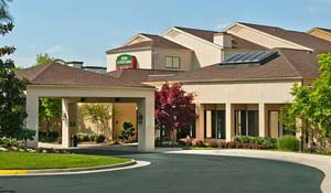 Courtyard Dulles / Chantilly 703-709-7100 Deadline: December 29, 2016 Sugarloaf Rate: $69/night + tax (king bed) or $74/night + tax (two queen beds) 3935 Centerview Drive Chantilly, VA 20151 0.93 miles from festival site