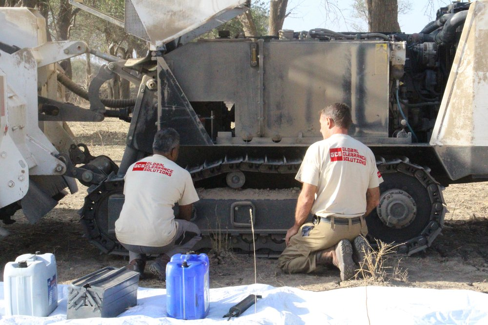 GCS FT maintaining a vehicle in Sudan (NXPowerLite-Kopie).JPG