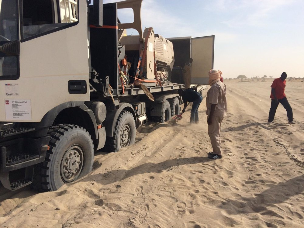 GCS truck with the GCS-200 gets stuck in the sand on its way from N'Djamena to Faya