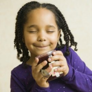 little-girl-smelling-jam-HP-270x270.jpg