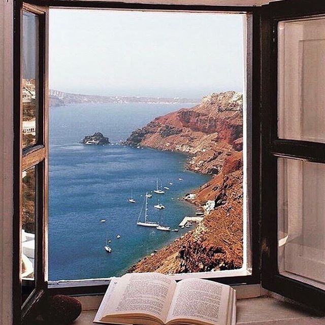 Sometimes you just need a pretty view and a good book to get lost in♥️