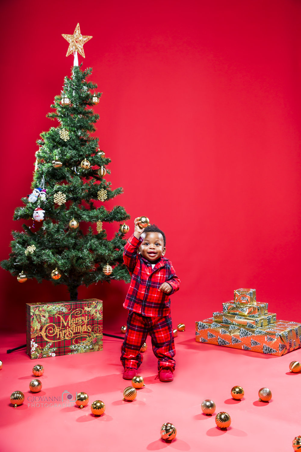 314A9809-12-16-18 - Sie - Chavin - Cannon - Christmas Photo Shoot - Boston Sudio Rental.jpg