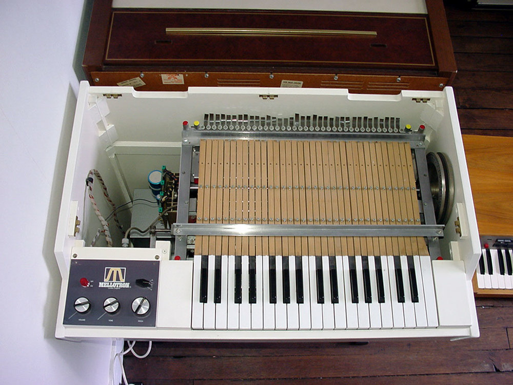 Picture of the Mellotron sampler. The first Sampler.