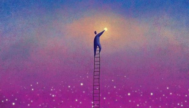 hombre-subiendo-una-escalera-manteniendo-el-equilibrio.jpg