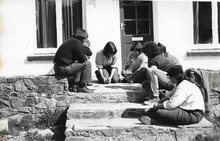 Playing cards in front of the farmhouse at Castell Henllys, Easter 1981. Director Harold far left; Supervisor Lisa far right.