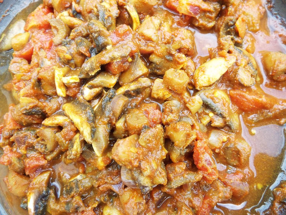 Mushroom Curry - A very simple curry made from fried onion and mushrooms, with canned chopped tomatoes added. Spice up with mild curry powder, garlic powder and a little ground cumin and ground coriander. Add seasoning.Vegan; vegetarian; gluten-free; health-aware